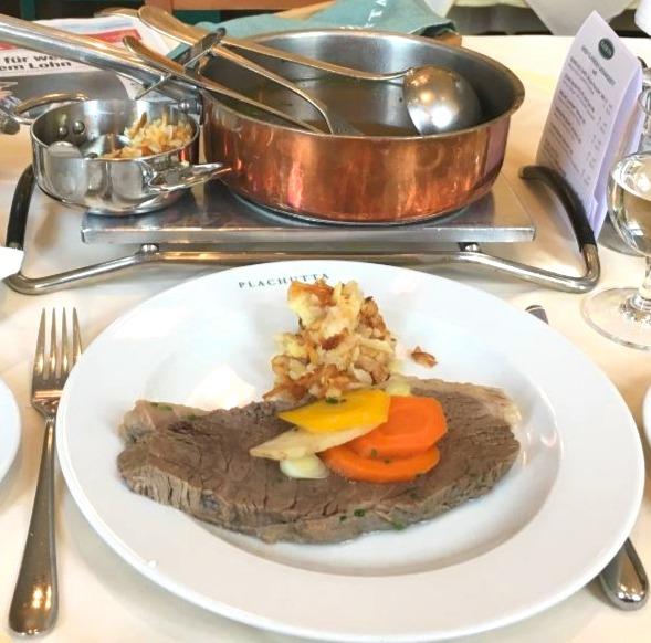 維也納必吃的美食-清燉牛肉火鍋