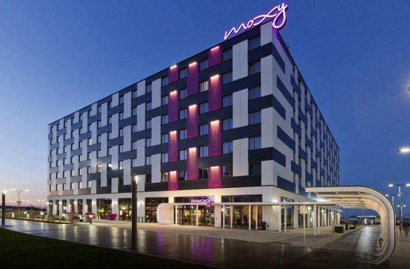 莫克西飯店Moxy Vienna Airport