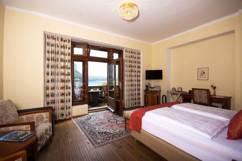 哈爾施塔特格魯納鮑姆飯店Seehotel Gruner Baum